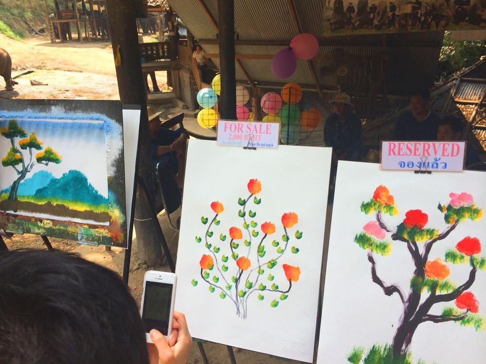 Arte dos elefantes sendo vendidas